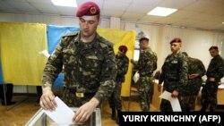 Голосування на одній з виборчих дільниць Києва під час виборів президента України, 25 травня 2014 року