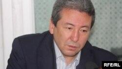 """Адахан Мадумаров """"Азаттыктын"""" студиясында."""