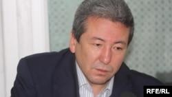 """Адахан Мадумаров """"Азаттыктын"""" студиясында, 2010-жылдын 13-апрели."""