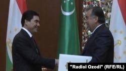 Türkmenistanyň prezidenti Gurbanguly Berdimuhamedow we Täjigistanyň prezidenti Emomali Rahman. 5-nji maý, 2014 ý.