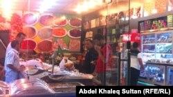 محل لبيع الحلويات في دهوك