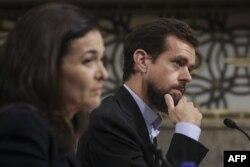 Джек Дорсі, голова Twitter, праворуч