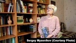 Людмила Кузьмина в своей квартире
