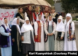 Представители казахской диаспоры в Иране. Горган, 2005 год.