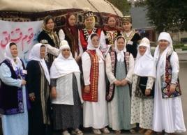 Ұлттар фестиваліне қатысып жатқан Иран қазақтары. Иран, 2005 жыл. (Көрнекі сурет)