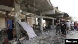 آثار إنفجار سيارة مفخخة قرب محال تجارية في بغداد