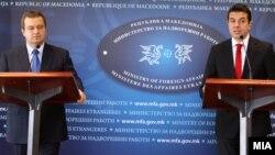 Архивска фотографија - Средба на министрите за надворешни работи на Македонија и Србија Никола Попоски и Ивица Дачиќ