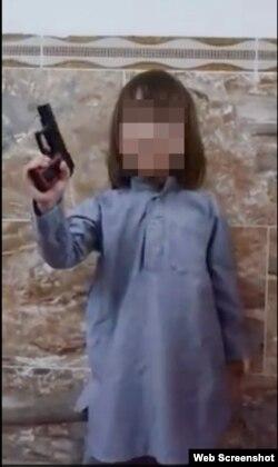 Абдурахман, сын боевика экстремистской группировки «Исламское государство» Абу Айши аль-Казахи.