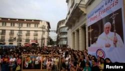 Roma papası Francis Rizal Parkda 3 milyon insanın qatıldığı kütləvi ibadətdə iştirak edib.
