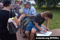 Збор подпісаў за сустрэчу з дэпутатам. Бабруйск, 30 жніўня 2020 году
