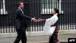 Аун Сан Су Чжи и премьер-министр Великобритании Дэвид Кэмерон