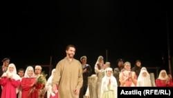 """Минзәлә театры """"Мөһаҗирләр"""" әсәрен сәхнәләштергән. Баш рольдә -- Ренат Бәдретдинов"""