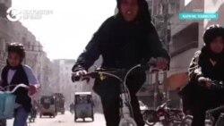 Девочка на велосипеде. Вульгарно?
