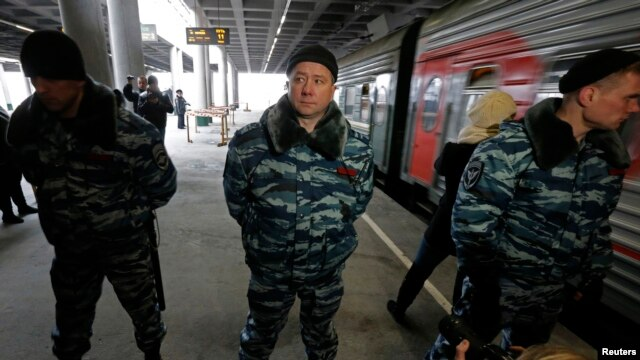 Russian special forces control access to a platform with a train that is reportedly transporting 30 Greenpeace at the Ladogsky railway station in St. Petersburg.