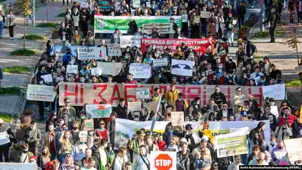 За підрахунками організаторів, в акції взяли участь приблизно 2000 осіб