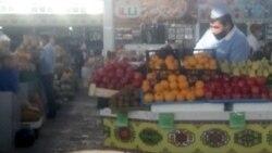 Baýramaly. Bazar çäklendirmelerine polisiýa eşikli we harby eşikli adamlar gözegçilik edýär