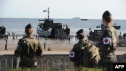 3500 военных, жандармов и полицейских обеспечивают безопасности в зоне проведения мемориальных мероприятий в честь 70-летия высадки войск союзников в Нормандии