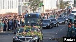 Траурный кортеж в день похорон Ислама Каримова проезжает по улицам Ташкента. 3 сентября 2016 года.