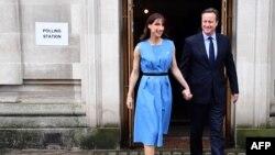 دیوید کامرون و همسرش نیز در یکی از مراکز رأی دهی، رأی دادند.