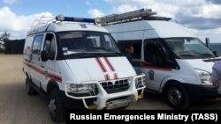 Спасатели на месте падения автобуса. Россия, Краснодарский край, 25 августа 2017 года