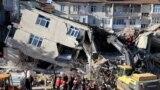 Spasilačke službe u Elazigu pokušavaju ispod ruševina da nađu preživele
