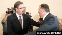 Dejtonskom sporazumom je to odobreno i ne vidim zašto bi Banjaluka imala problem da sarađuje sa Beogradom: Šutanovac (Na slici: Aleksandar Vučić i Milorad Dodik u Beogradu)