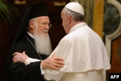 Патриарх Константинопольский Варфоломей и Папа Римский Франциск, 20 марта 2013 года