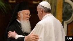 Патриарх Константинопольский Варфоломей (слева) и Папа Римский Франциск