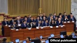 Члены правительства в парламенте. 28 ноября 2019 года.