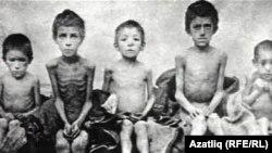 Орынбордағы 1920 жылдардағы аштық кезіндегі балалар.
