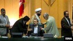 مجلس شورای اسلامی یکشنبه هفته آینده بررسی وزرای پیشنهادی دولت دهم در صحن علنی را آغاز خواهد کرد.