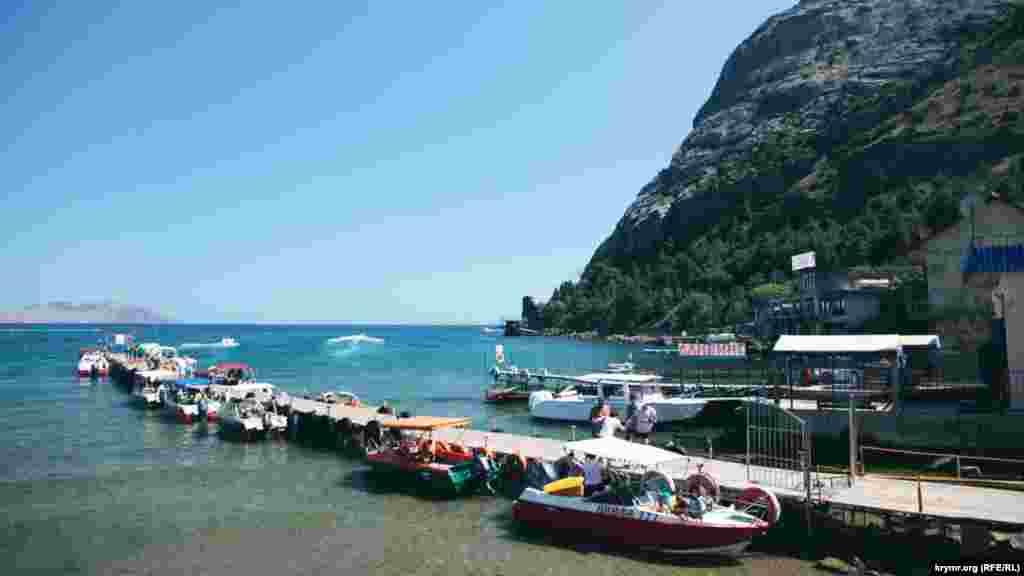 В Новом Свете среди туристов популярны морские прогулки к Царскому гляжу и на пляж поселка Веселое