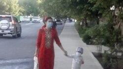 Türkmenistan karantin çäklendirmelerini aýyrýar we COVID-19 alamatlary bolan keseliň täzeden ýaýramagyna göz ýumýar