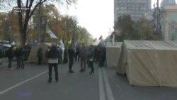 Sute de protestatari anticorupție au instalat corturi în fața Parlamentului de la Kiev