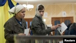 Female inmates cast their votes at the prison in Kharkiv where opposition leader Yulia Tymoshenko was held before being sent to hospital.
