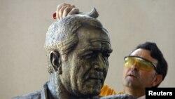 Изработка на статуата