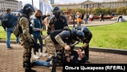 Задержание Андрея Маклыгина в Хабаровске во время силового разгона мирной акции в поддержку Сергея Фургала, 10 октября 2020г.