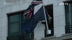 Skinuta zastava EU sa britanskog predstavništva u Briselu