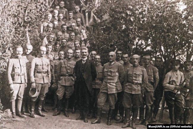 Диктатор ЗУНР Євген Петрушевич та генерал Мирон Тарнавський в щтабі ІІ корпусу Галицької армії. Бердичів, жовтень 1919 рік