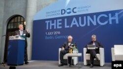 Володимир Якунін (л) на одному з заходів свого форуму «Діалог цивілізацій», архівне фото