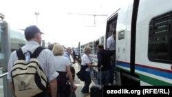 Афросиёб тезюрар поезди.