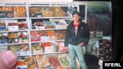 Салохиддину Азизову из Таджикистана в 2007 году националисты отрезали голову