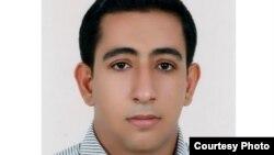 غلامعباس یحییپور، دبیر ریاضی اهل شهرستان گراش در استان فارس