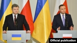 Президент України Петро Порошенко і президент Республіки Польща Анджей Дуда, Варшава, грудень 2016 року