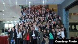 Mladi volonteri koji učestvuju u radu Omladinskih banaka u BiH