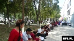 Türkmenistanyň Daşary işler ministrliginiň Halkara gatnaşyklary institutyna giriş synaglary, awgust, 2009 ý.