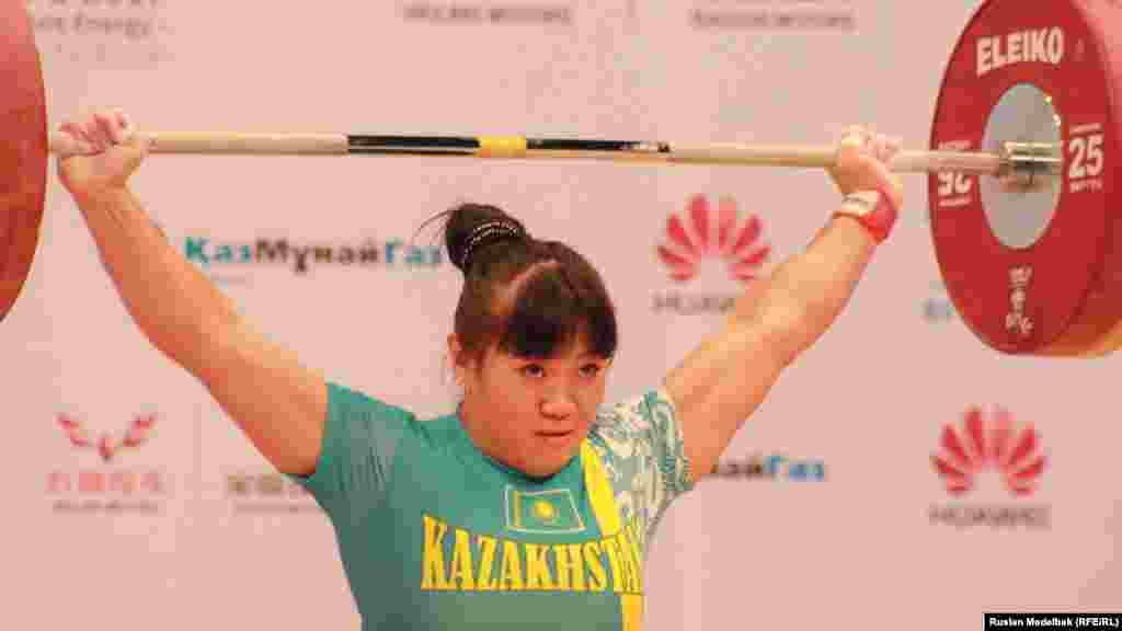 Лондон олимпиадасының алтын жүлде иесіМая Манеза бұл жолы69 килограмда сынға түсіп, сегізінші орын алды. Алматы, 14 қараша 2014 жыл.