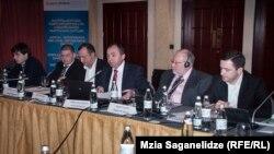 Арчил Кбилашвили на презентации концепции реформы Главной прокуратуры предстал не в ранге экс-главного прокурора, а в качестве главы НПО «Европейский выбор Грузии», которую учредил после того, как подал в отставку в ноябре 2013 года