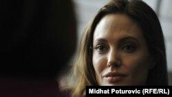 Анджелина Джоли дает интервью директору балканской службы нашей радиостанции (февраль 2012 г.)