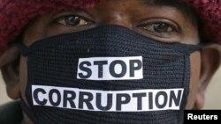 Участник акции протеста против коррупции в Индии.